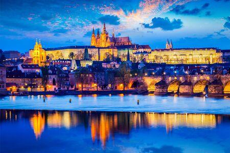 Prager Burg in der Dämmerung Lizenzfreie Bilder