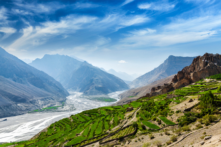 Ansicht von Spiti Tal und Spiti Fluss im Himalaya. Spiti Valley, Himachal Pradesh, Indien Standard-Bild - 43210431