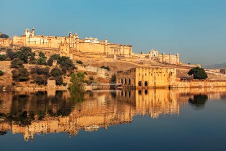 Berühmte Rajasthan indischen Wahrzeichen - Amer (gelb) Fort, Jaipur, Rajasthan, Indien Standard-Bild - 43579312