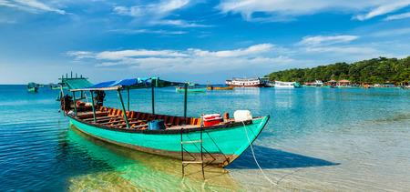 シアヌークビル、カンボジアのボートのパノラマ 写真素材