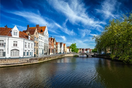 houses row: Canal, bridge and row of old houses, Bruges (Brugge), Belgium Stock Photo