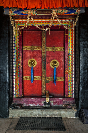 monasteri: Porta di Spituk Gompa (monastero buddista tibetano). Ladakh, India