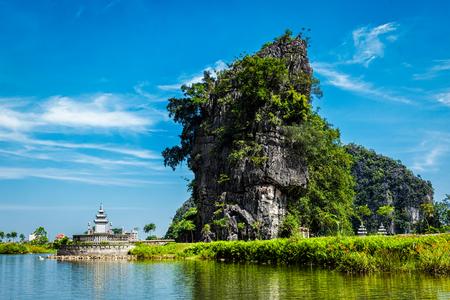 Tam Coc - Bich Dong tourist destination near Ninh Binh, Vietnam 스톡 콘텐츠