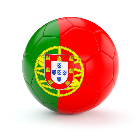 bandera de portugal: Portugal pelota de f�tbol de f�tbol con la bandera portuguesa aislado en el fondo blanco