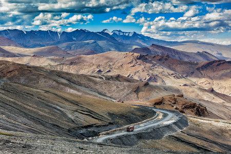 unsurfaced road: Indian lorry truck on road in Himalayas near Tanglang la Pass  - Himalayan mountain pass on the Leh-Manali highway. Ladakh, India Stock Photo