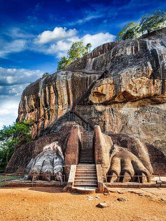 sigiriya: Famous Sri Lankan tourist landmark - lions paws pathway on Sigiriya rock, Sri Lanka