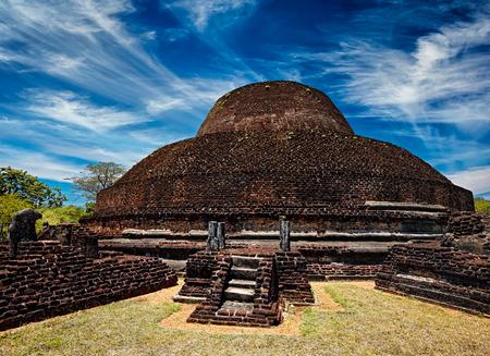 brich: Sri Lanka tourist landmark - ancient Buddhist dagoba (stupe) Pabula Vihara. Ancient city of Pollonaruwa, Sri Lanka