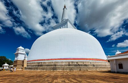 dagoba: Ruwanweliseya Dagoba buddhist stupa tourist and pilgrimage site. Anuradhapura, Sri Lanka Stock Photo