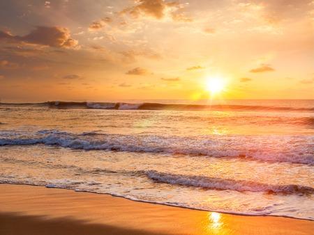 691 748 Amanecer En El Mar Imágenes Y Fotos 123rf