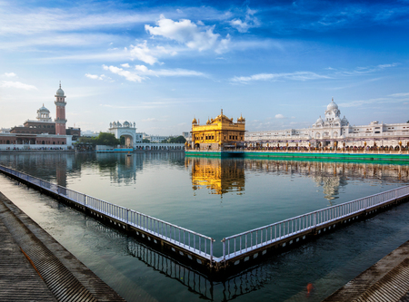 temple tank: Sikh gurdwara Golden Temple (Harmandir Sahib) in the morning. Amritsar, Punjab, India