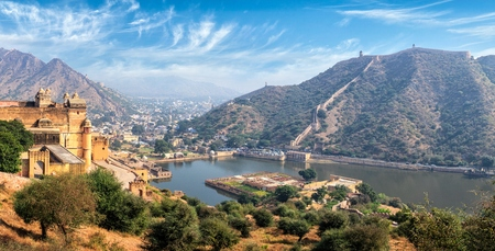 amber fort: Indian travel famous tourist landmark - panorama view of Amer (Amber) fort and Maota lake, Rajasthan, India Stock Photo