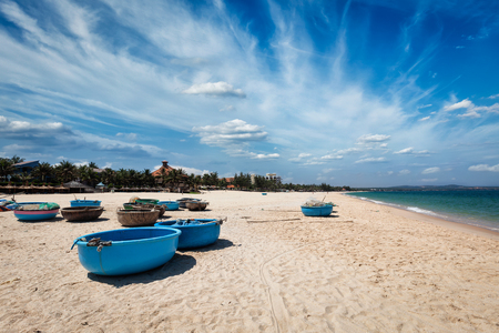 ne: Coracle fishing boats on beach. Mui Ne, Phan Tiet, Vietnam Stock Photo