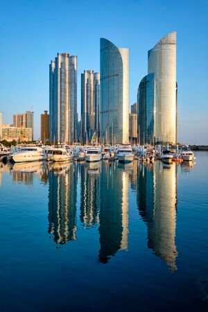 Busan marina with yachts on sunset, South Korea Foto de archivo - 140908386