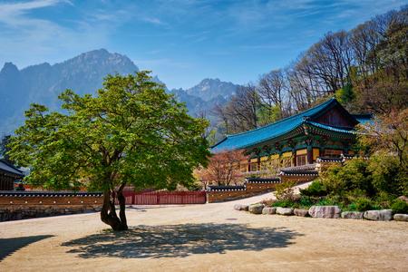 Sinheungsa temple in Seoraksan National Park, Seoraksan, South Korea Stock Photo