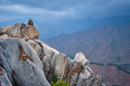 View from Ulsanbawi rock peak. Seoraksan National Park, South Corea 免版税图像