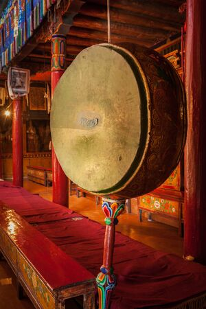 Gong drum in Likir gompa Фото со стока