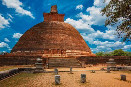 Jetavaranama dagoba Buddhist stupa, Anuradhapura, Sri Lanka Imagens - 140241251