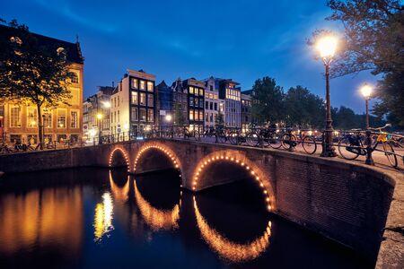 Amterdam canal, bridge and medieval houses in the evening 版權商用圖片