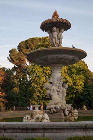 El Retiro park fountain