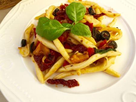 maccheroni: Italian pasta Maccheroni al Ferretto con verdure