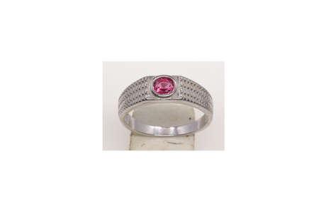 Ring design,A crystal red Diamond Stone 92.5 Sterling Silver Round Solitaire Ring design for Women and Girls 免版税图像