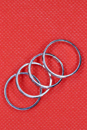 Silver four round rings on red background,ring jewelry Imagens
