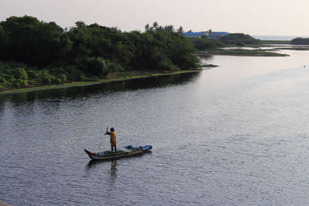 Chennai, Tamil nadu , India . Oct 07,2020.In the morning, a fisherman rode in a wooden boat to catch fish from the lake of water. 新闻类图片