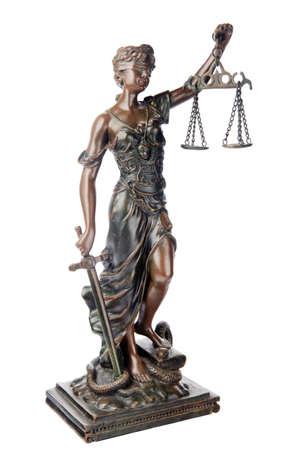 justitia: Themis, diosa mitol�gica, s�mbolo de la justicia, ciega y explotaci�n equilibrio vac�a en una mano y la espada en la otra, sobre la serpiente derrotado y libro, aislados en fondo blanco  Foto de archivo