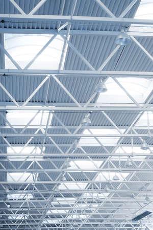 bedrijfshal: Detail van het plafond van de grote industriële gebouw