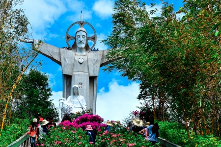 ba: Jesus Christ statue, Vietnam  Jesus Christ statue, one of the tallest statues of Christ in Asia