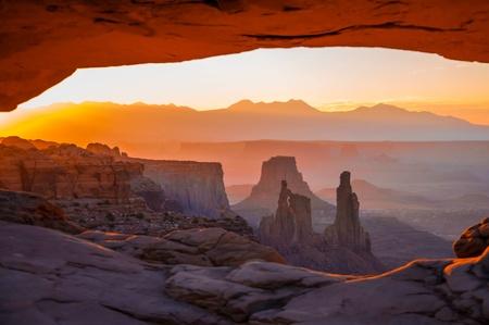 mesa: Sunrise through Mesa Arch, Canyonlands national park, Utah, USA
