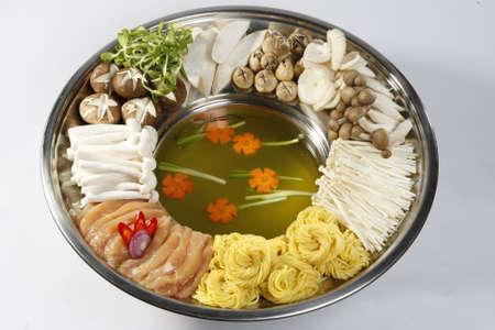 nourriture chinoise délicieuse, des fruits de mer aux champignons potée