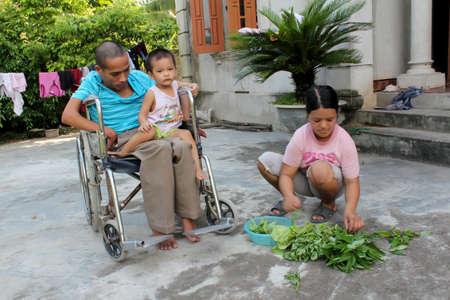 bhopal: De Hai Duong, Vietnam, septiembre, 25: una familia fue v�ctima de qu�micos t�xicos en la guerra de Vietnam en septiembre 25, 2013 en Hai Duong, Vietnam