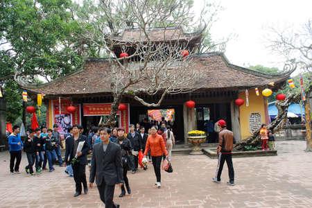 attended: Hai Duong, Vietnam, agosto, 26: personas asistieron fiesta tradicional en agosto 26, 2014 en Hai Duong, Vietnam. Editorial