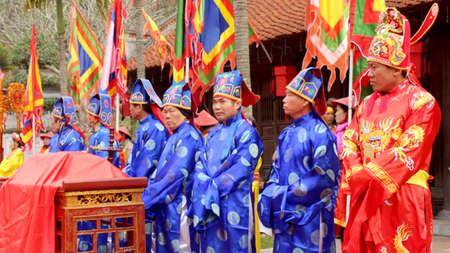 attended: Hai Duong, Vietnam, agosto, 26: grupo asisti� tradicional festival en agosto 26, 2014 en Hai Duong, Vietnam.