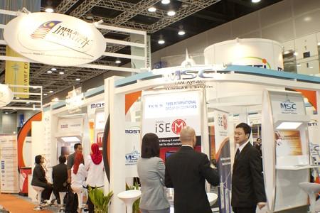 KUALA LUMPUR, MALAYSIA - MEI 19 : Investor of the MSC Malaysia in depth discussion during the 6th World Islamic Economic Forum (WIEF) Mei 19, 2010 in Kuala Lumpur Malaysia.