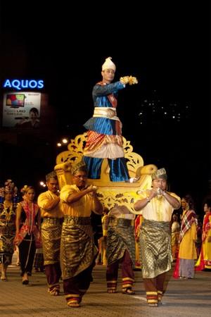 KUALA LUMPUR, MALAYSIA - MEI 21 : Participants wearing a traditional malay costume during the rehearsal of Colours of Malaysia Festival Mei 21, 2010 in Kuala Lumpur Malaysia.