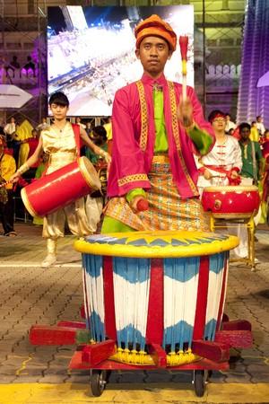 伝統: クアラルンプール, マレーシア - メイ 21: 参加者ルバナ ユービーアイ クアラルンプール マレーシア 2010年色のマレーシア祭メイ 21、リハーサル中に