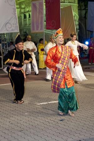 KUALA LUMPUR, MALAYSIA - MEI 21 : Malaysian performing a tradisional dance during the rehearsal of Colours of Malaysia Festival Mei 21, 2010 in Kuala Lumpur Malaysia. Editorial