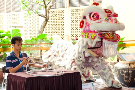 KUALA LUMPUR - MAY 28 : Lee Kam Soon, a traditional Chinese Dragon and Lion maker does a demonstration at the Malaysia Wedding Craft Day 2011 on May 28, 2011 in Kuala Lumpur, Malaysia.