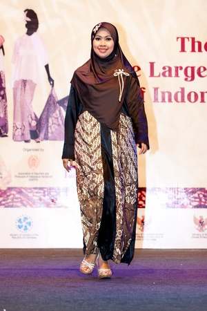 KUALA LUMPUR-NOV 22: Models displays Islamic Dress at The 3rd INACRAFT Lifestyle on November 22, 2011 in Kuala Lumpur, Malaysia. INACRAFT Lifestyle is the only Indonesia handicraft Exhibition abroad.