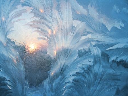 nowy rok: Frosty naturalnych i strukturze sun.on zimowym oknie Zdjęcie Seryjne