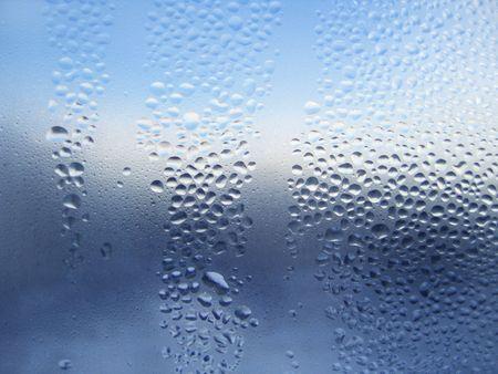 condensation: Gotas de agua natural en cristal de la ventana  Foto de archivo