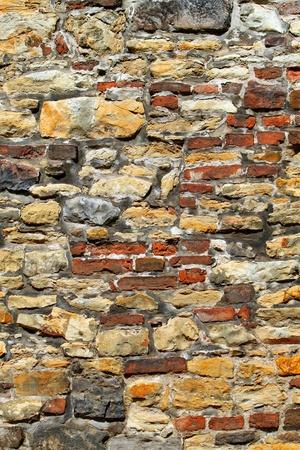 estuco: piedra muy antigua y pared de ladrillo