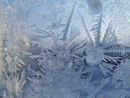 Frosty pattern on winter window Standard-Bild