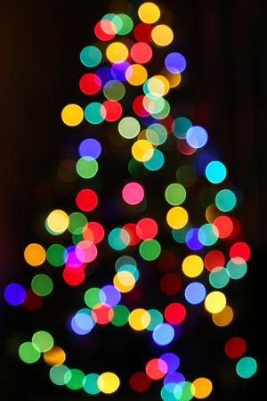Albero di Natale, sfocato luminoso luci colorate sfondo