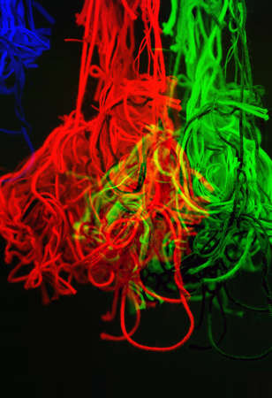 Bright abstract background with dispersion effect from tangled threads Standard-Bild