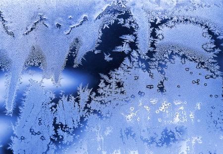Ice pattern, closeup on winter window glass, natural texture Standard-Bild