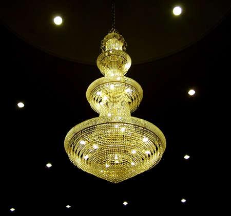 electric fixture: luminoso, lampadina, soffitto, lampadario, scuro, il design, vetro, appesa, al coperto, interni, lampada, lampade, luce, illuminazione, luci, modello, colore giallo, astratto, architettura, sfondo, nero, candele, il colore, il buio, elettrica, elettricit�, sera, apparecchio, bagliore, ho