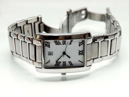 mans watch: un enfoque inteligente ver la imagen en fondo blanco